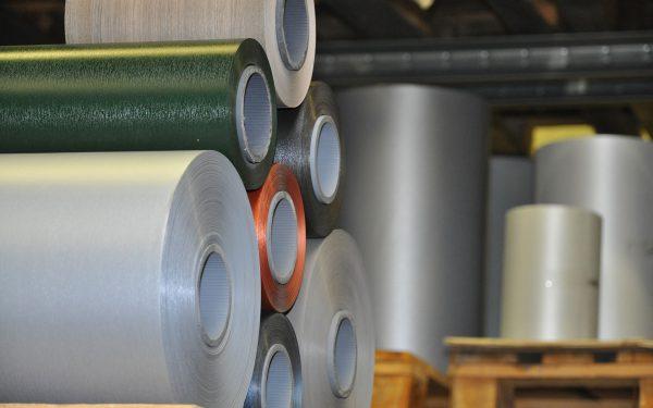 Verfügbare Folien und Dekore für die Veredelung von Rahmen und Profilen